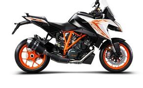 """Motorrad Neuheiten 2019 Bild 8 Der radikalste Langstrecken-Sports Tourer am Markt verwendet die besten Elemente von 'The Beast', also die phänomenale Power, das spielerische Handling auf der Straße und die Rennstrecken-Fähigkeiten der KTM 1290 SUPER DUKE R, und verpackt sie in eine reisetaugliches Motorrad. Alle Details zur <a href=""""/modellnews-3004915-ktm-1290-super-duke-gt-2019"""">KTM 1290 Super Duke GT 2019</a>."""