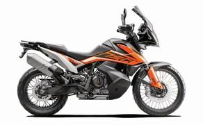 """Motorrad Neuheiten 2019 Bild 2 Nichts Geringeres als das Beste möchte KTM mit der 790 Adventure und der 790 Adventure R in der Klasse der mittleren Reiseenduros etablieren. Als Marktführer im Offroad-Segment hat man schließlich einen Ruf und an den neuen """"kleinen"""" Adventures soll sich die Konkurrenz die Zähne ausbeißen. Hier geht's zu allen Daten und Fakten der <a href=""""/modellnews-3005026-ktm-790-adventure-790-adventure-r-2019""""> KTM 790 Adventure</a>."""