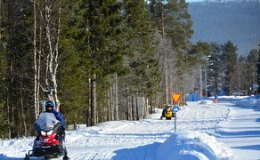 Motorschlitten-Wochenende in Finnland Bild 2 Motorschlitten sind das Fortbewegungsmittel Nummer eins in Lappland.© Feelgood Reisen