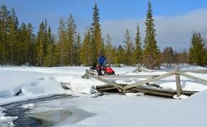 Motorschlitten-Wochenende in Finnland Bild 4 Crosscountry: Auf dem Motorschlitten fahrt ihr hinaus in die weiße Winterlandschaft Lapplands © Feelgood Reisen