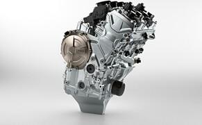 BMW S 1000 RR 2019 Bild 18 Gegenüber dem bereits sehr leichten Grundmotor des Vorgängermodells konnte das Triebwerk der neuen RR nochmals deutlich leichter und kompakter gestaltet werden. Verantwortlich dafür sind neben dem neu konstruierten Motorgehäuse auch weiterere Gewichtsreduzierungen im Bereich der übrigen Motorkomponenten.