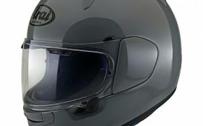 Helmneuheiten 2019  Bild 1 Der Arai Profile-V ist das neue Einstiegsmodell und soll neue Kunden in der Welt von Arai begrüßen. Er ist mit zwei Lufteinlässen an der am Scheitel und zwei an der Stirn ausgestattet, während 5 Luftauslässe die warme Luft ableiten.