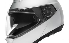 Helmneuheiten 2019  Bild 16 mit dem kompakten C4 PRO schreibt SCHUBERTH die Geschichte des Klapphelms fort. Der C4 PRO überzeugt durch seine neu entwickelte Innenausstattung, die höchsten Tragekomfort mit niedrigem Geräuschpegel vereint.