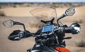 KTM 790 Adventure R Test Bild 10 Der Lenker ist in verschiedenen Positionen montierbar. So bietet er umfangreiche Anpassungsmöglichkeiten.