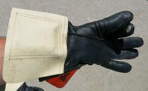 Blinker - ihre Geschichte und die Technik Bild 5 Die Blinkerhandschuhe der österreichischen Gendarmerie.