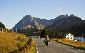 Die besten Routen für eine Motorradtour ans Nordkap Bild 9 Dramatische Landschaftswechsel: Zuerst ans Nordkap – dann auf die Lofoten! © Feelgood Reisen