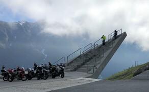 Geführte Motorradreisen mit Feelgood Reisen Bild 7 Schön inszeniert: extra spektakulärer Aussichtspunkt in Norwegen  © Dirk Heidecker, Feelgood Reisen