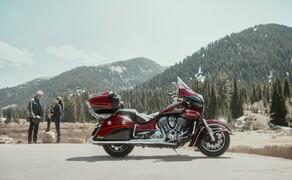 Indian Motorcyle – Neuheiten 2019 Bild 10 Die Roadmaster Elite startet 2019 in der neuen Exklusivlackierung Wildfire Red Candy/Black Crystal durch und legt die Messlatte mit weiteren Komfort-Highlights im Segment der Luxus-Tourer noch ein Stück höher.