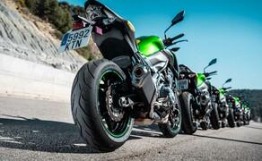 """Dunlop Sportsmart MK3 Test Rennstrecke und Landstrasse Bild 11 Am Hinterrad kommt eine """"Multitread"""" Mischung zum Einsatz. An den Schultern ist die Gummimischung weicher als in der Mitte. Das erhöht die Laufleistung und den Grip in Schräglage."""