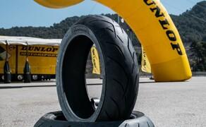 Dunlop Sportsmart MK3 Test Rennstrecke und Landstrasse Bild 6 Erwähnenswert ist der hohe Silica Anteil in der Gummimischung. Dieser reduziert die Aufwärmzeit und erhöht den Grip bei Nässe. Wie geht das? Der hohe Silica-Anteil erhöht die Flexibilität der Mischung bei niedrigen Temperaturen.