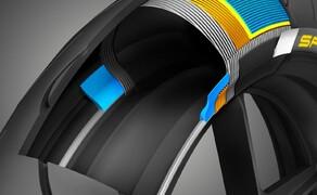 Dunlop Sportsmart MK3 Test Rennstrecke und Landstrasse Bild 14 Jedes Jahr neue Reifen mit neuer Lobhudelei auf 1000PS? Ein Blick auf den Reifenaufbau macht klar, dass der Reifenaufbau unglaublich komplex ist. Und an all diesen Stellen wird eben laufend weiter geforscht und entwickelt.