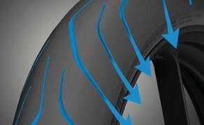Dunlop Sportsmart MK3 Test Rennstrecke und Landstrasse Bild 19 Der Reifen bietet laut Dunlop einen tollen Nassgrip. Ich selbst weigere mich jedoch diesen Nassgrip für euch auf Herz und Nieren zu prüfen. Ich rolle wie auf rohen Eiern um die Ecke . Einzig beim Bremstest auf der Geraden lange ich etwas kräftiger zu und muss sagen: Es passt!