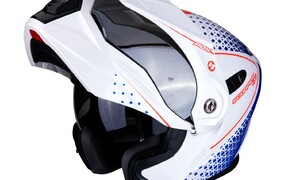 Neue Farben für den SCORPION ADX-1 Bild 6 Der SCORPION ADX-1 im Horizon  Design in der Farbe Pearl Weiß-Rot-Blau