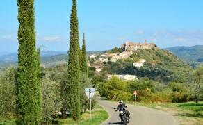Motorrad-Touren unter 1000 Euro Bild 2 Kurven, Kultur und Wein: Eine Woche Toskana inklusive Halbpension gibt es bei Feelgood Reisen schon ab 675 Euro © Feelgood Reisen