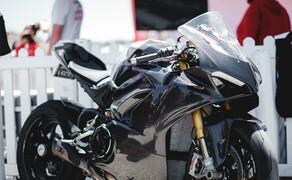 Ducati Panigale V4 Carbon von Carlin Dunne Bild 1