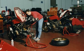 Throwback: Originale Studiobilder der Ducati 916, 996 und 998 Bild 4 Die Ducati 916 Racing wurde ab Werk mit Termignoni Auspuffanlage ausgestattet.