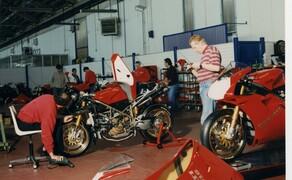 Throwback: Originale Studiobilder der Ducati 916, 996 und 998 Bild 5 Weitere Behind-the-Scenes Eindrücke aus dem Ducati Werk.