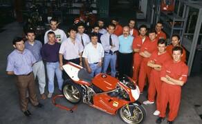 Throwback: Originale Studiobilder der Ducati 916, 996 und 998 Bild 8 Das Team hinter der Fertigung der Ducati 916 Racing.