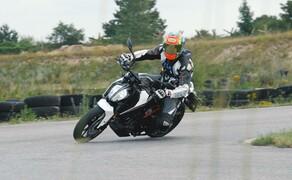 Dunlop Reifentest - Geile Pneus auf 125ern Bild 2 Vauli ist für Euch am Limit unterwegs!