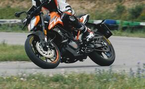 Dunlop Reifentest - Geile Pneus auf 125ern Bild 8 Die Berik Monza 1-Teiler Motorrad Lederkombi ist wie für die KTM gemacht!
