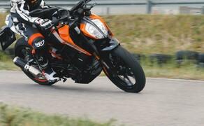 Dunlop Reifentest - Geile Pneus auf 125ern Bild 9 Die Berik Monza 1-Teiler Motorrad Lederkombi ist wie für die KTM gemacht!