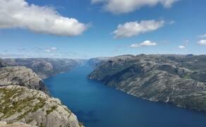 Norwegen Reisebericht - Ein Traum auf zwei Rädern Bild 4 ...der Ausblick macht die Strapazen des Aufstiegs wieder wett.