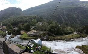 Norwegen Reisebericht - Ein Traum auf zwei Rädern Bild 20 Auch der namensgebende Ort Geiranger ist mit seinen durchfließenden Bächen und Wasserfällen traumhaft schön. Doch die Bekanntheit hat ihre Nachteile. Der Ort ist von Touristen komplett überlaufen.