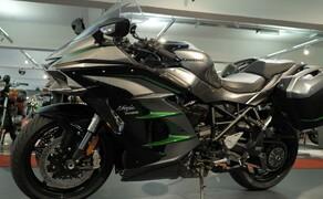Kawasaki Sporttourer Vergleichstest Bild 2 Die Kawasaki Ninja H2 SX SE+  Der Name ist etwas komplizierter, aber die Maschine fährt sich traumhaft.