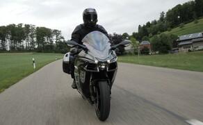 Kawasaki Sporttourer Vergleichstest Bild 4 Auch auf der Straße hat die sportlichste aller drei Maschinen ein imposantes Auftreten!