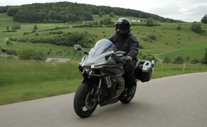 Kawasaki Sporttourer Vergleichstest Bild 5 Kompressorgeladener Traum auf zwei Rädern - mit Koffern!