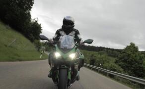 """Kawasaki Sporttourer Vergleichstest Bild 6 Die Z1000SX ist wahrscheinlich für die meisten von uns die """"goldene Mitte"""" unter den drei Bikes."""