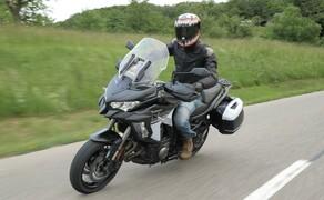 Kawasaki Sporttourer Vergleichstest Bild 10 Die Versys 1000 SE punktet nicht nur mit einem semiaktiven Fahrwerk...