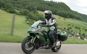 Kawasaki Sporttourer Vergleichstest Bild 12 Die auf der Nakedbike basierende Z1000SX macht auch optisch was her - uns gefällts!