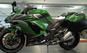 Kawasaki Sporttourer Vergleichstest Bild 13 Z 1000SX - genügend Platz in den Koffern ist vorhanden.