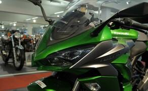 Kawasaki Sporttourer Vergleichstest Bild 14 Die Z1000SX - sämtliche Leuchtmittel der Maschine sind LEDs.