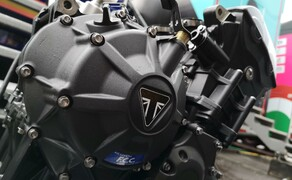 Die Technik der Moto2 - Hinter den Kulissen Bild 12 Der Moto2 Motor aus mehreren Blickwinkeln