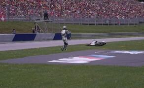 Die Technik der Moto2 - Hinter den Kulissen Bild 15 Sturz im Moto2 Rennen: Remy Gardner kolidiert mit Alex Marquez stürzt genau vor unseren Augen! Zum Glück konnte er ohne Verletzungen aufstehen.
