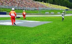 Die Technik der Moto2 - Hinter den Kulissen Bild 16 Nur der Frust über das beendete Rennen schmerzte ihm.