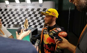 Die Technik der Moto2 - Hinter den Kulissen Bild 17 Der glückliche Gewinner des Moto2 Rennens: Brad Binder.