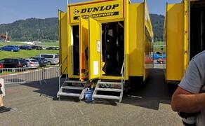 Die Technik der Moto2 - Hinter den Kulissen Bild 19 Mit drei solcher Anhänger reist Dunlop zu jedem Rennwochenende.