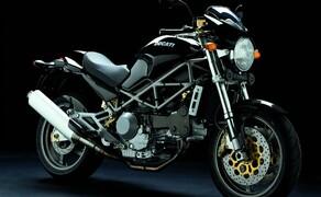 Ducati Monster – nackte italienische Emotion seit 1992 Bild 4 Ducati Monster S4 - mit erstmals wassergekühlten Vierventil-Motor der neue Platzhirsch im Jahr 2001