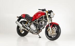 """Ducati Monster – nackte italienische Emotion seit 1992 Bild 1 Ducati M900 - die """"Ur-Monster"""" aus dem Jahre 1992"""