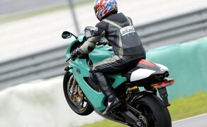 Petronas FP1 Superbike Bild 4