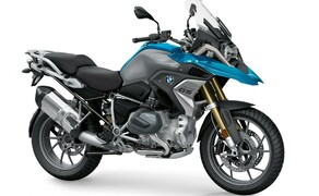 """Motorrad Zulassungen Deutschland - Top 10 Bild 19 Wie heißt es so schön: Es kann nur eine geben. Mit der Neuauflage, der wohl am meisten polarisierenden Maschine dieses Planeten, ist es den Herrschaften aus Bayern zum erneuten Male gelungen die Krone zu erringen. Die <a href=""""/testbericht-3004838-bmw-r-1250-gs-test-2019-technische-daten-fahreindruecke-preise"""">BMW R 1250 GS</a> schießt den Vogel ab."""