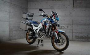 Honda CRF 1100 L Adventure Sports Test der Reissenduro Bild 4 Ebenfalls mit am Start: Eine Wagenladung an neuen Zubehöroptionen von Honda.