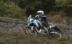 Honda CRF 1100 L Adventure Sports Test der Reissenduro Bild 11 Als angenehmes Nebenprodukt einer 6-Achsen-Sensorik kommt meistens auch ein Kurven-ABS mit an Bord. So auch bei der Africatwin.