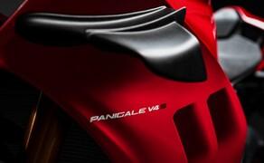 Ducati Panigale V4 2020 Bild 4 Eine der Neuerungen: Die Panigale V4 bekommt das Aerodynamik-Paket der V4 R und soll so noch stabiler um dahinsausen.