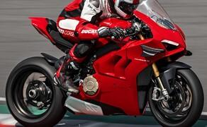 Ducati Panigale V4 2020 Bild 6 Auch das Zusammenspiel des Ride-by-Wire und der Leistungsentfaltung wurde überarbeitet. Die Drehmomentkurve passt sich in den ersten drei Gängen den Fahrmodi an und ermöglicht so stabileres Beschleunigen.
