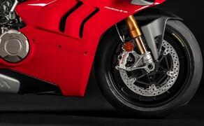 Ducati Panigale V4 2020 Bild 9 Die Panigale V4 S bekommt auch ein semiaktives Elektronik-Fahrwerk von Öhlins spendiert.