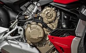 Ducati Streetfighter V4 2020 Bild 2 Die volle Leistung von 208 PS leistet der 1.103 cm³ Desmosedici Stradale V4-Motor bei 12.750 U/min. Das maximale Drehmoment von 123 Nm liegt bei 11.500 U/min an.